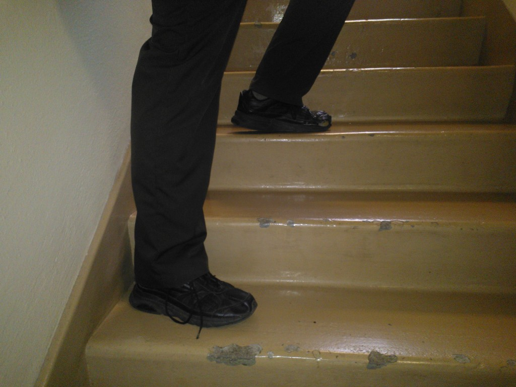 Foot placement when heading down stairs